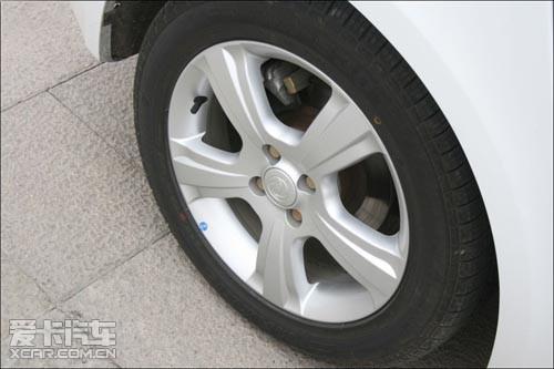 要经常检查轮胎的气压图片