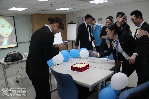上海德宝给员工惊喜生日礼物图片