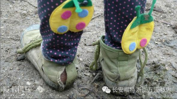 贫困山区儿童图片_山区贫困儿童