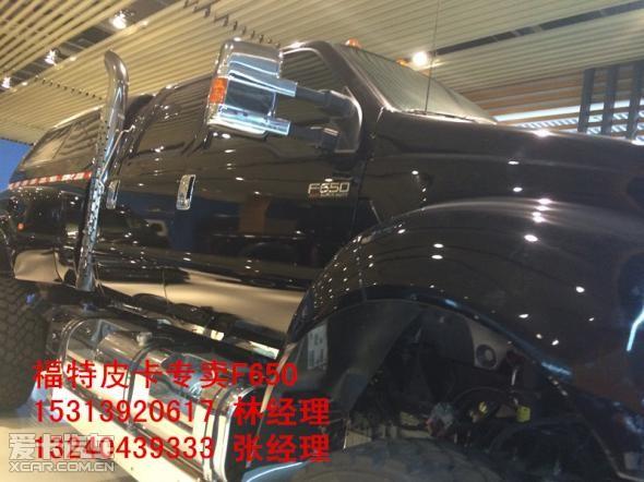 载了6.7L V8康明斯柴油发动机,非承载式车身和巨大的轮胎保证了f