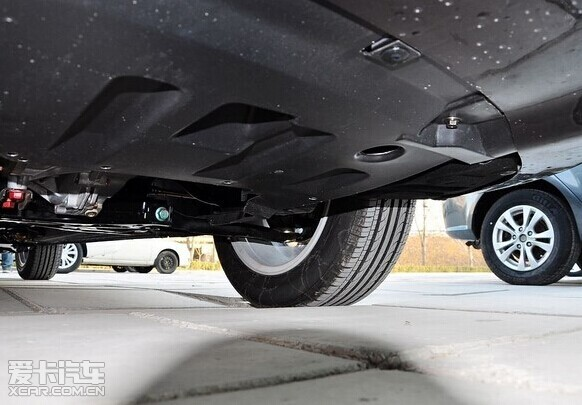 秋冬汽车蓄电池的电极接线处是最容易出问题的地方