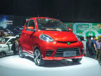 知豆D2电动汽车上市 售价为4.98万元起