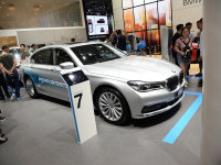 铸造混动旗舰 成都车展BMW 740Le静评
