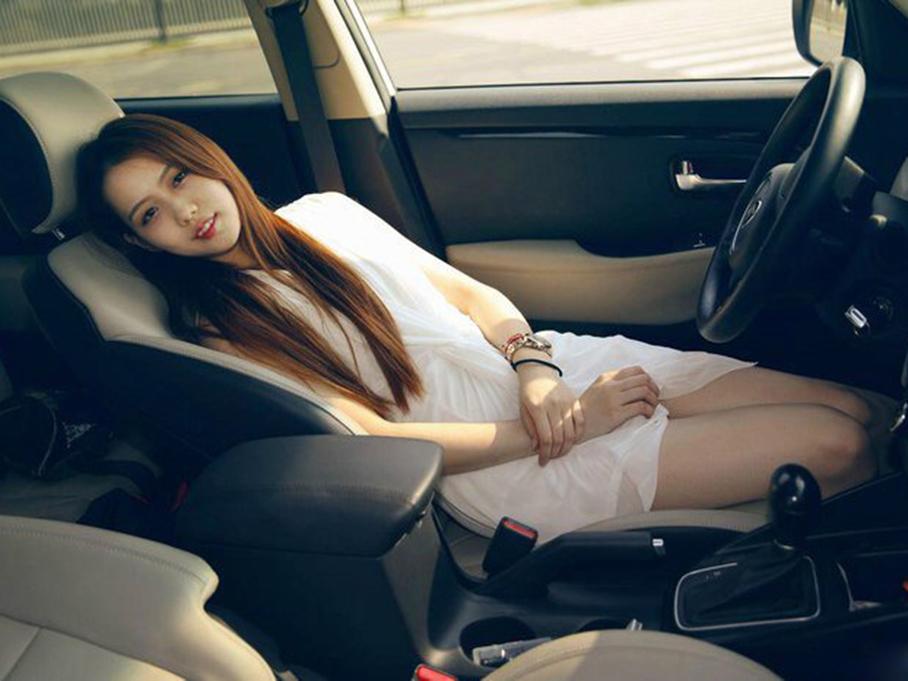 媳妇当车模,有模有样!