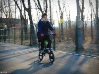 平价的短距出行利器 测昆铂折叠电单车