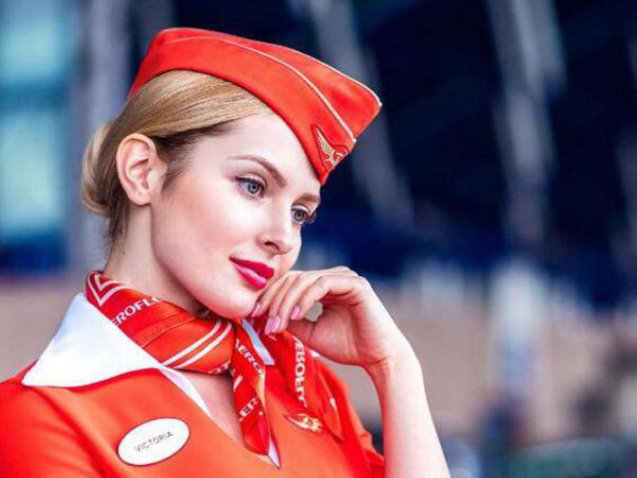 俄罗斯最性感空姐晒美照成网红