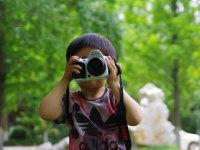 宝贝女儿当摄影师