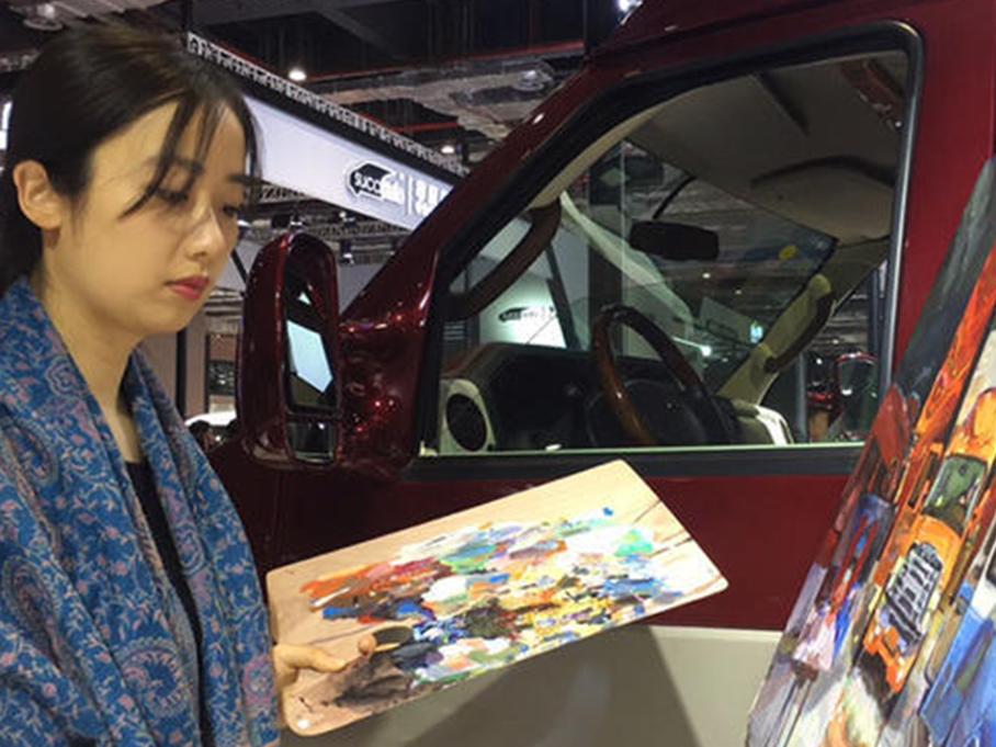 #车展零距离#展会上的女画家—我的最爱
