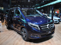 奔驰新款V级正式上市 售48.9-64.6万元