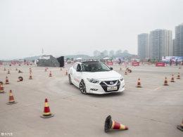 看秀赏车两不误 西玛驾控体验营重庆站