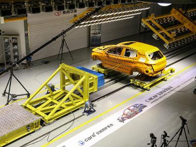模拟碰撞新方案 东南DX3超级滑台试验