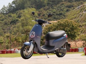 E客发布E1 R电动踏板车 售价8999元起