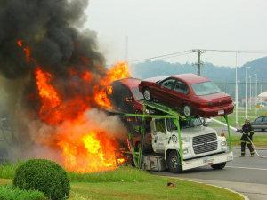 北京北四环路上车辆突发自燃