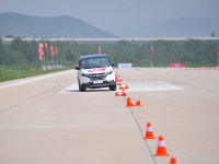 2019爱卡汽车 年度车型评选 绕桩测试