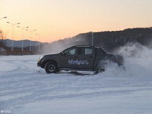 D-MAX冰雪试驾中学会冬季用车