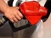 今晚24时油价上调 加满一箱油将多花4元