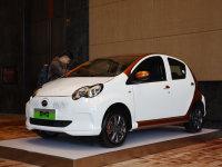 比亚迪正式发布e系列 首款车型e1实拍