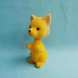 搪胶摇头植绒黄色狐狸 汽车摆件