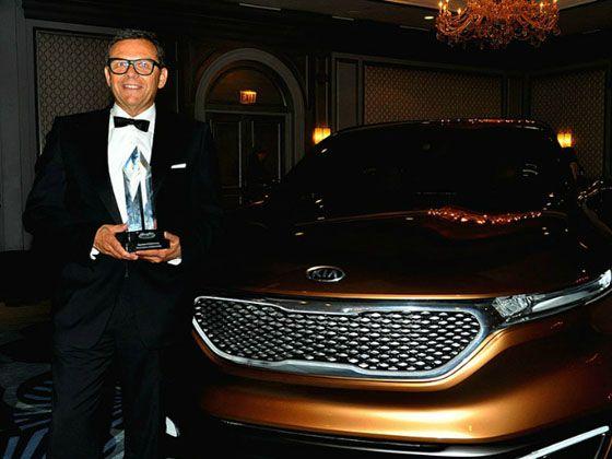 底特律EOD(Eyes On Design)汽车设计庆典上被授予设计终身成就奖