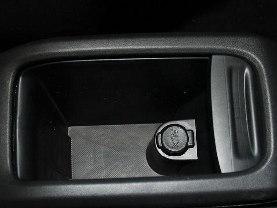 前排中央扶手
