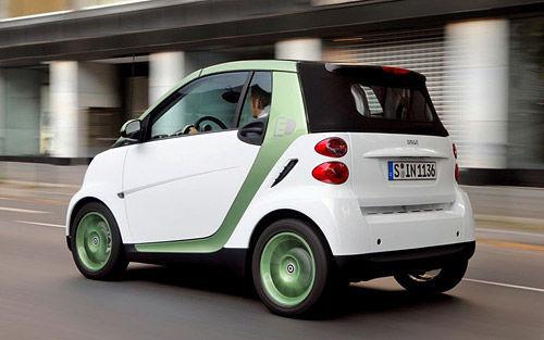 娇小可爱 试2011款smart fortwo电动车