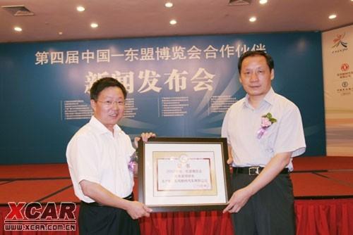 东风柳汽向组委会提供了40辆风行菱智系列mpv作为专用商务接高清图片