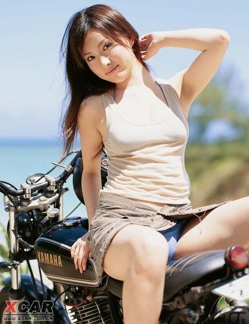 海边美女热裤短装清凉度夏装扮