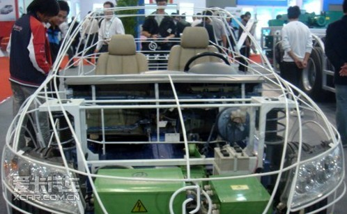 图为:万向电动汽车有限公司研发生产的骨架车.-首届新能源汽车展高清图片