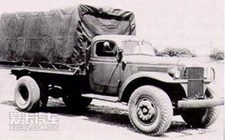 军用汽车的要求非常苛刻,道奇汽车、坦克却以其过硬的质量在高清图片