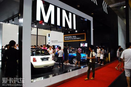 携旗下   宝马   国际车展举行期间,全球知名豪华汽车品牌