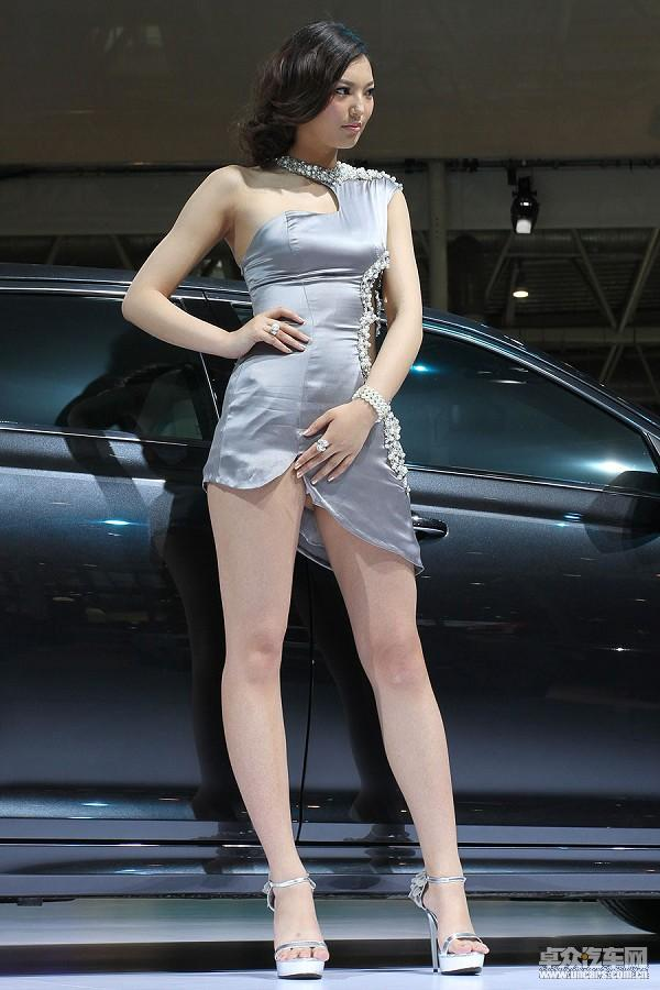 车展三宗最:最暴露的美女