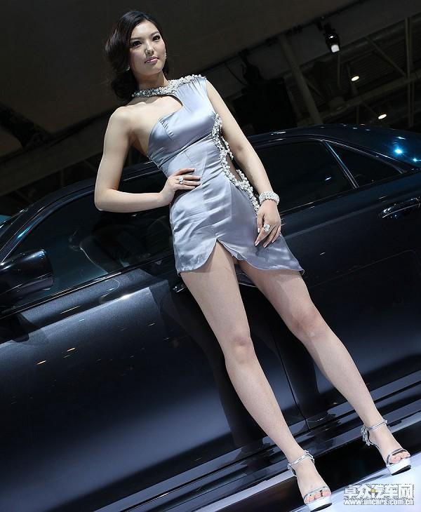 美女露音毛图片_车展三宗最:最暴露的美女 最勾魂的车模!