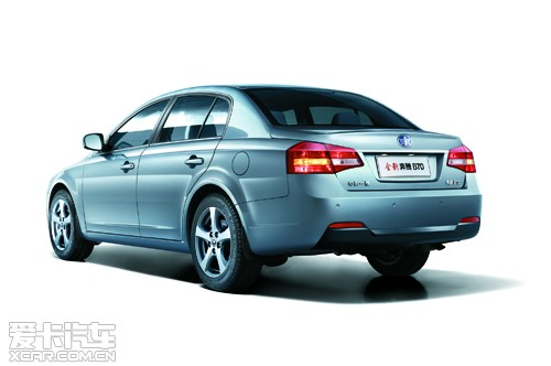 款车型,上市价格仅为11万至14万,亲民、实惠的价格使全新奔高清图片