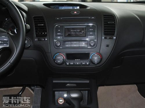 的CD播放机和空调控制区,空调控制键按键较大,易操作,且旋钮高清图片