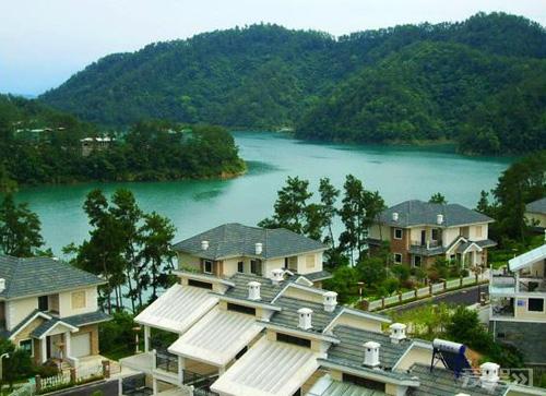 入住千岛湖的临湖别墅,那是一种至高无尚的象征,非富则贵.