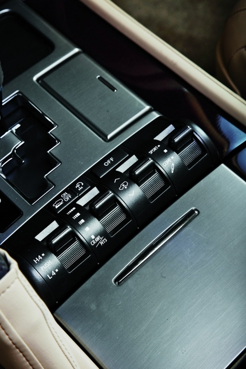 雷克萨斯LX570 英菲尼迪QX56