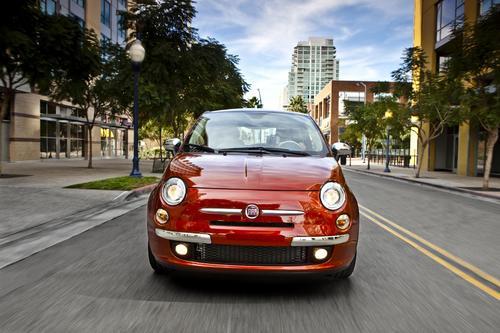 菲亚特500l拥有一个四门五座的车内设计,其长宽高分别达到高清图片