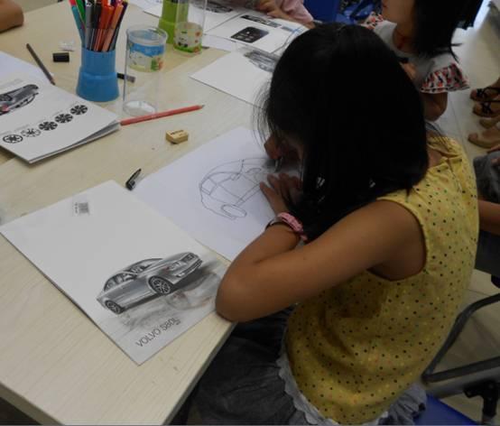 小孩子场外画画