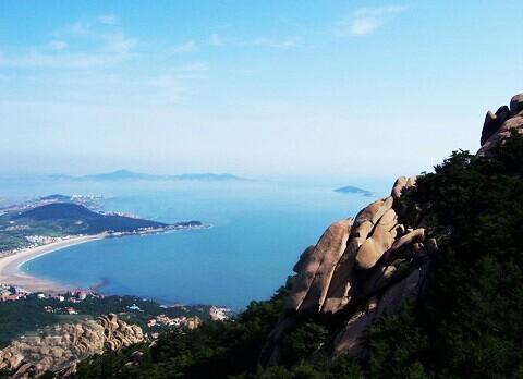 """青岛市崂山区,黄海之滨,是中国著名的旅游名山,被誉为""""海上第一仙山"""""""