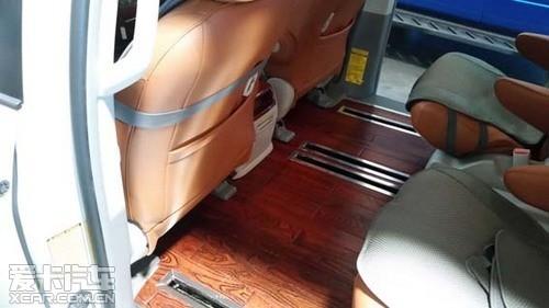 丰田塞纳改装木质地板上图↑高清图片