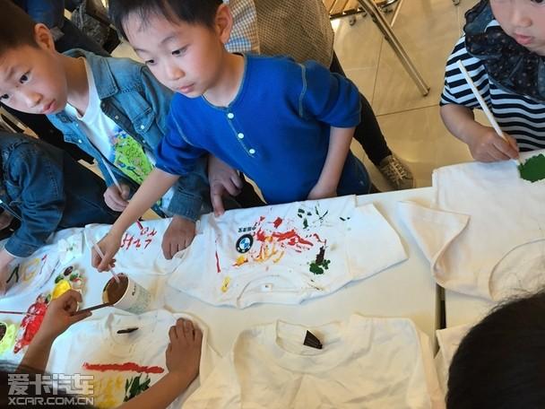 儿童手绘t恤秀,一件件纯白的t恤将在孩子们丰富,自由的想象空间里变得
