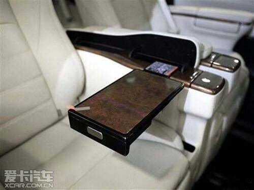 新款埃尔法大尺寸液晶屏是高档车的标志性配置,而埃尔法所高清图片