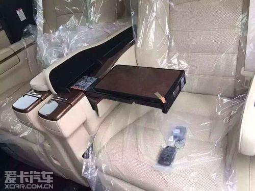新款丰田 埃尔法 高清图片