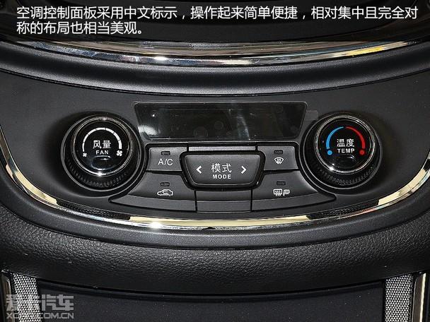 内饰简洁 配置齐全     进入宝骏560车内,可以看到多处采用镀铬