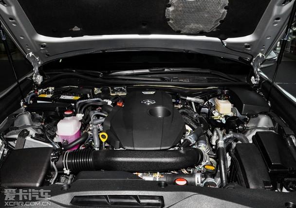 日前,刚刚上市的一汽丰田全新皇冠2.0T+车型引来了不少车友的关注,大气豪华的外观和精致的内饰配置更是赢得了众多消费者的青睐。2015年8月26日,在苏州三香路车展上市,全新皇冠正式与苏州市民见面,新车共推出5款车型,搭载D-4ST 2.0T+双涡管增压发动机,售价区间为26.48-38.