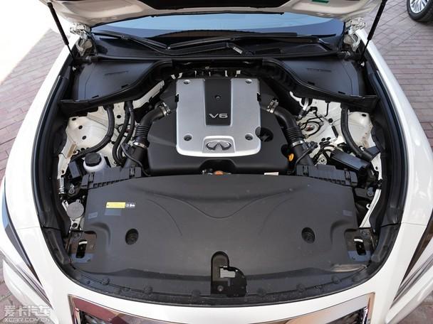 动感犀利的高颜值外观,精致的内饰做工以及丰富的实用配置,它还装备了大名鼎鼎的VQ25HR V6发动机、有着原装进口的身份并且还享有4年或十万公里免费保养,这在如今奔驰E级、宝马5系以及奥迪A6L都已实现国产后,且四缸增压发动机成主流的当下,显得弥足珍贵,毕竟有谁不爱动力输出的平顺与线性呢!