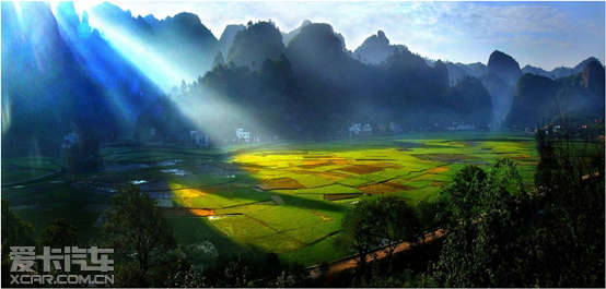 崀山风景名胜区位于湖南省新宁县境内,包括天一巷,辣椒峰,夫夷江