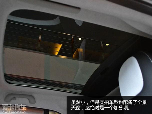 内饰小结:内饰的造型设多数采用了圆形的设计,几乎没有直线条。整体内饰方面运用双色搭配方案,而此次试驾的车型则运用黑白格调组合,让车厢内部更显简约时尚,但软性材料的使用情况依旧不多,质感与档次仍具有较大的提升空间。