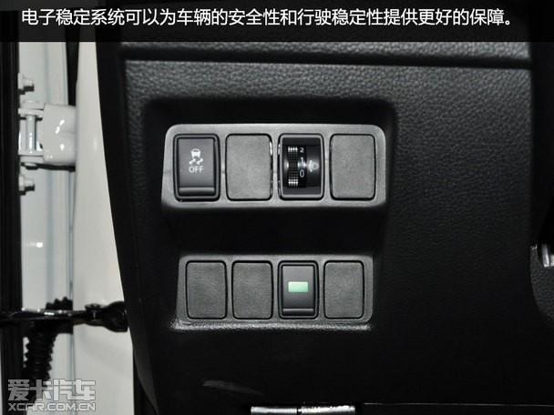 4 动力:动力总成得到升级 动力:动力总成得到升级    动力小结:全新逍客发动机增加了缸内直喷技术,动力参数也更为出色,CVT变速箱为模拟7挡,致使动力平顺性进一步升级,但比较可惜的是,之前老款逍客提供的四驱版本车型并未出现在全新逍客的配置单之中,看来逍客的定位也很明确,那就是一部更适合在城市道路中行驶的SUV。 全文小结:此次全新逍客的换代,改变在多个方面:更为纯粹的SUV风格设计,时尚动感的外观和内饰,新增的多项安全配置,以及全面升级的动力总成等。总体来讲,改变的部分还是能够让人欣喜的。如果可以把&