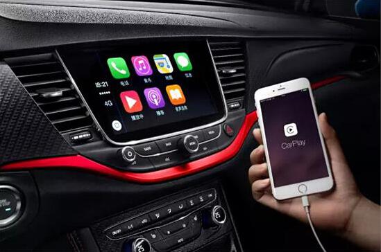 """追逐前沿科技是喜欢""""尝鲜""""的年轻人的共同爱好,别克威朗轿跑/威朗GS配备了诸多引领潮流的智能科技。其搭载的全新一代别克智慧互联系统中,首次加入Apple CarPlay车载系统。该应用支持iOS 7.1或以上的操作系统,用户连接后可以通过中控台的8吋车载高清触摸屏,完成包括拨打电话、短信自动阅读、地图导航、音乐、播客等所有支持CarPlay的APP应用程序,以及Siri语音助理,便捷流畅。"""